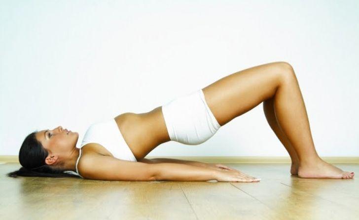 عدد ممكن من المرات. إذا كنت لا تزال تجد تمارين الضغط صعبة ، يمكنك القيام بها واقفة على ركبتيك.